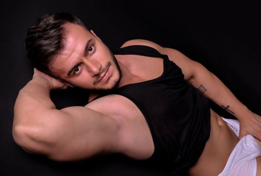 hot male webcam broadcaster